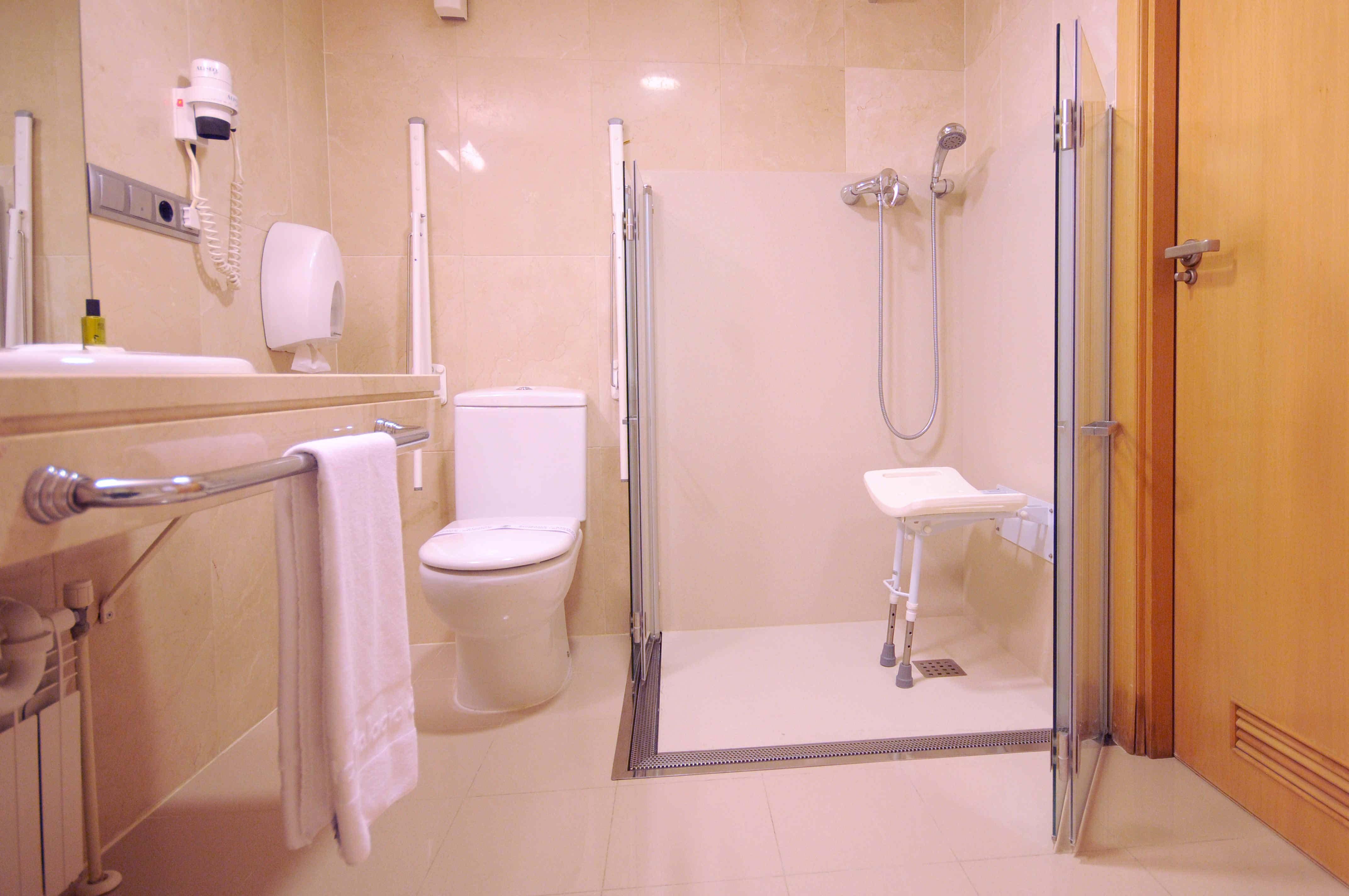 Cambiar bao por ducha sin obras azulejos cambiar azulejos - Convertir banera en ducha ...