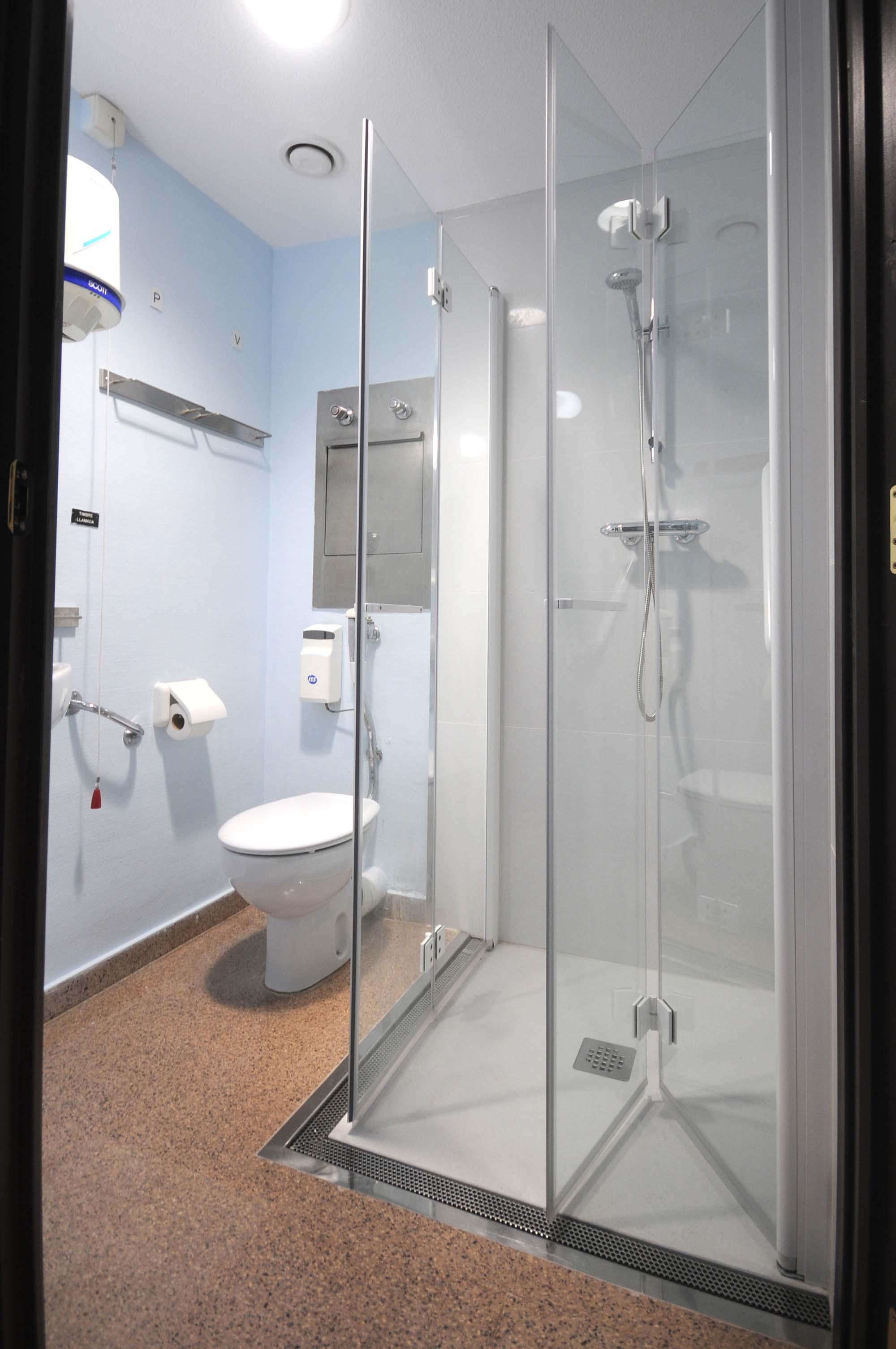 remplacement baignoire par douche de duchaya hospital irun. Black Bedroom Furniture Sets. Home Design Ideas