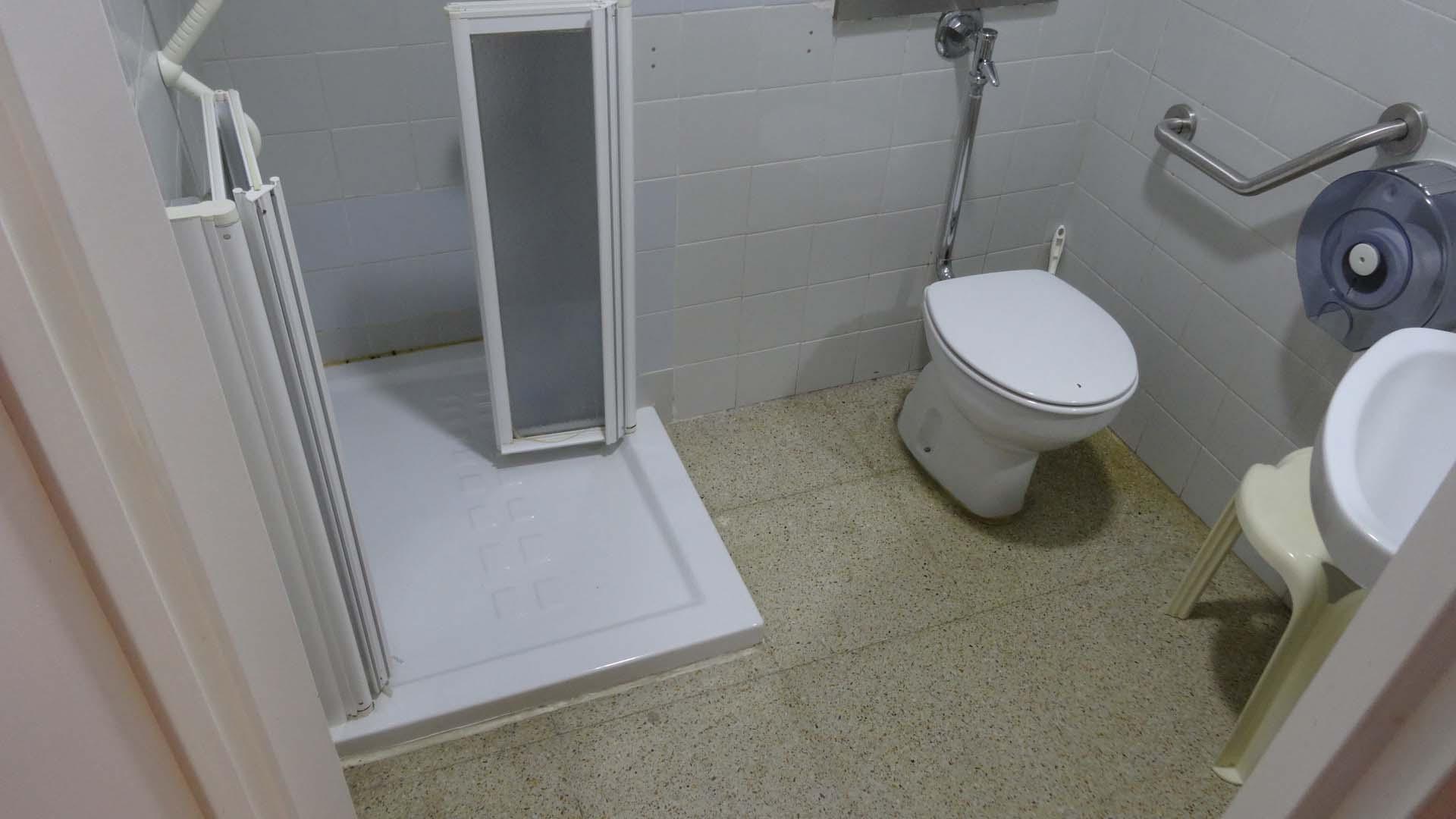 remplacement baignoire par douche de duchaya hospital mendaro 4 duchaya. Black Bedroom Furniture Sets. Home Design Ideas