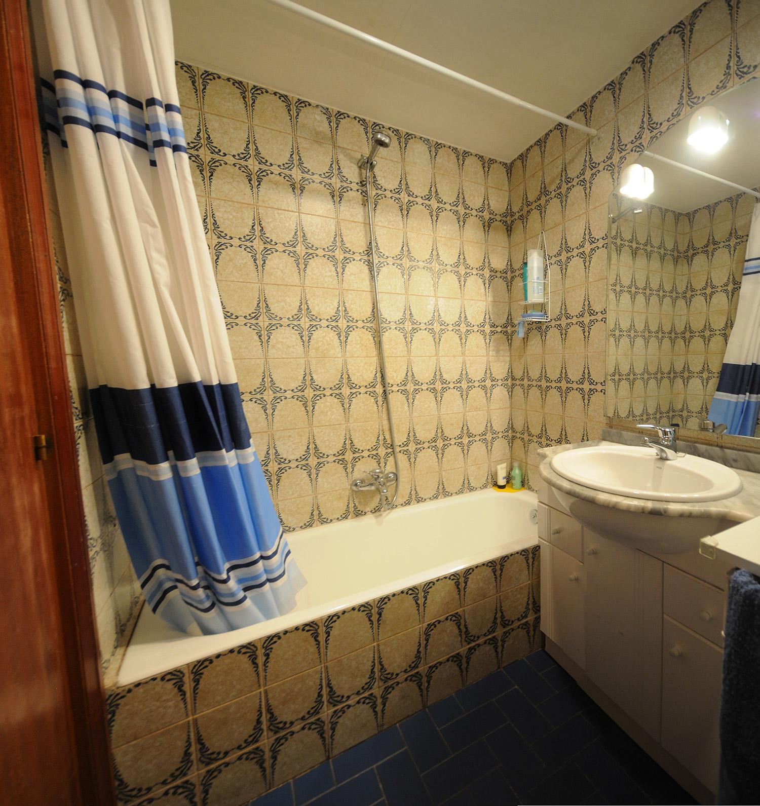 Transformar baera en ducha trendy antes y despu s de cambios de ba era por ducha duchaya - Convertir banera en ducha ...