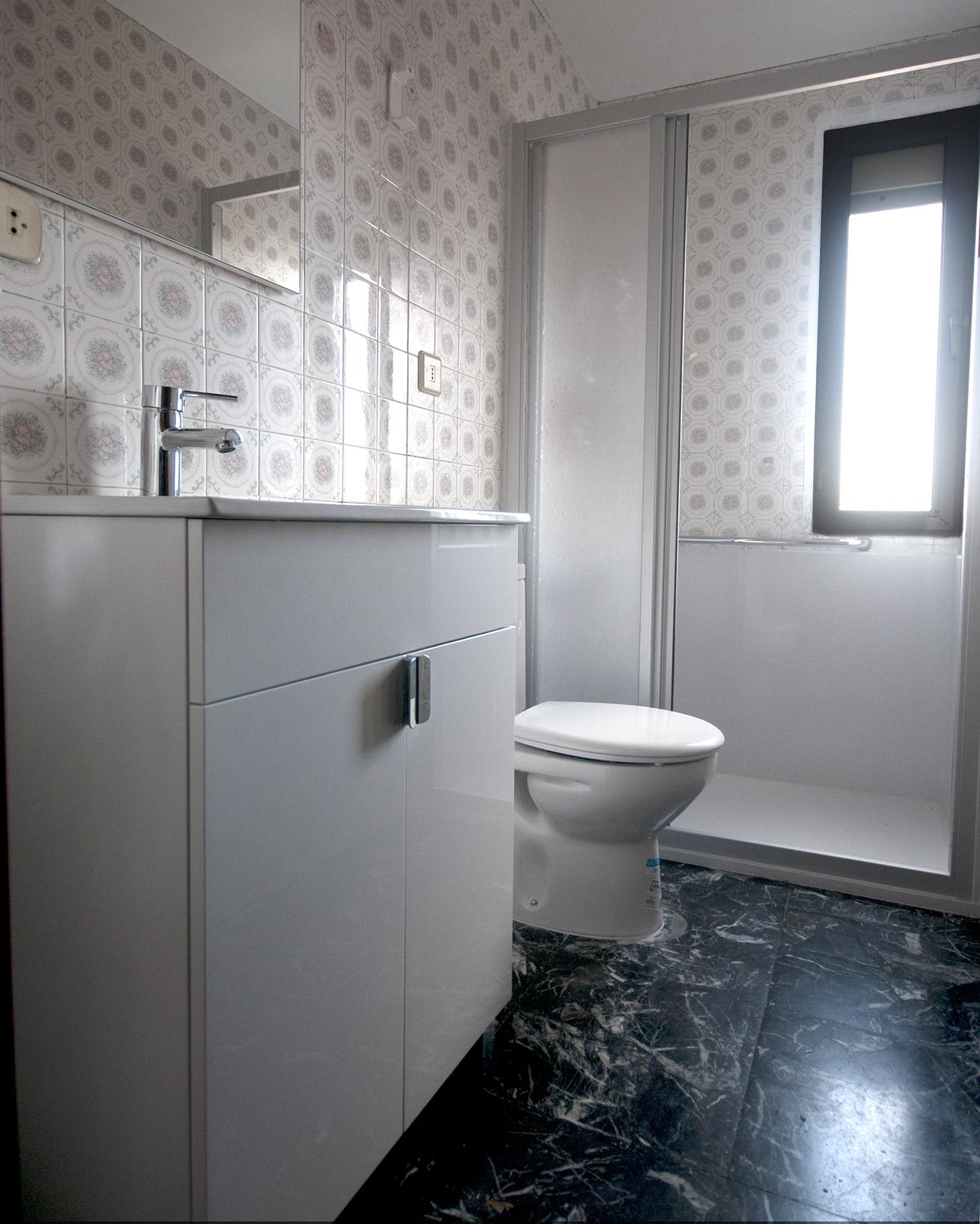 Antes y despu s de cambios de ba era por ducha duchaya - Convertir banera en ducha ...