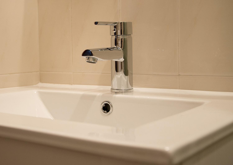 remplacement baignoire par une douche eibar 5 duchaya. Black Bedroom Furniture Sets. Home Design Ideas