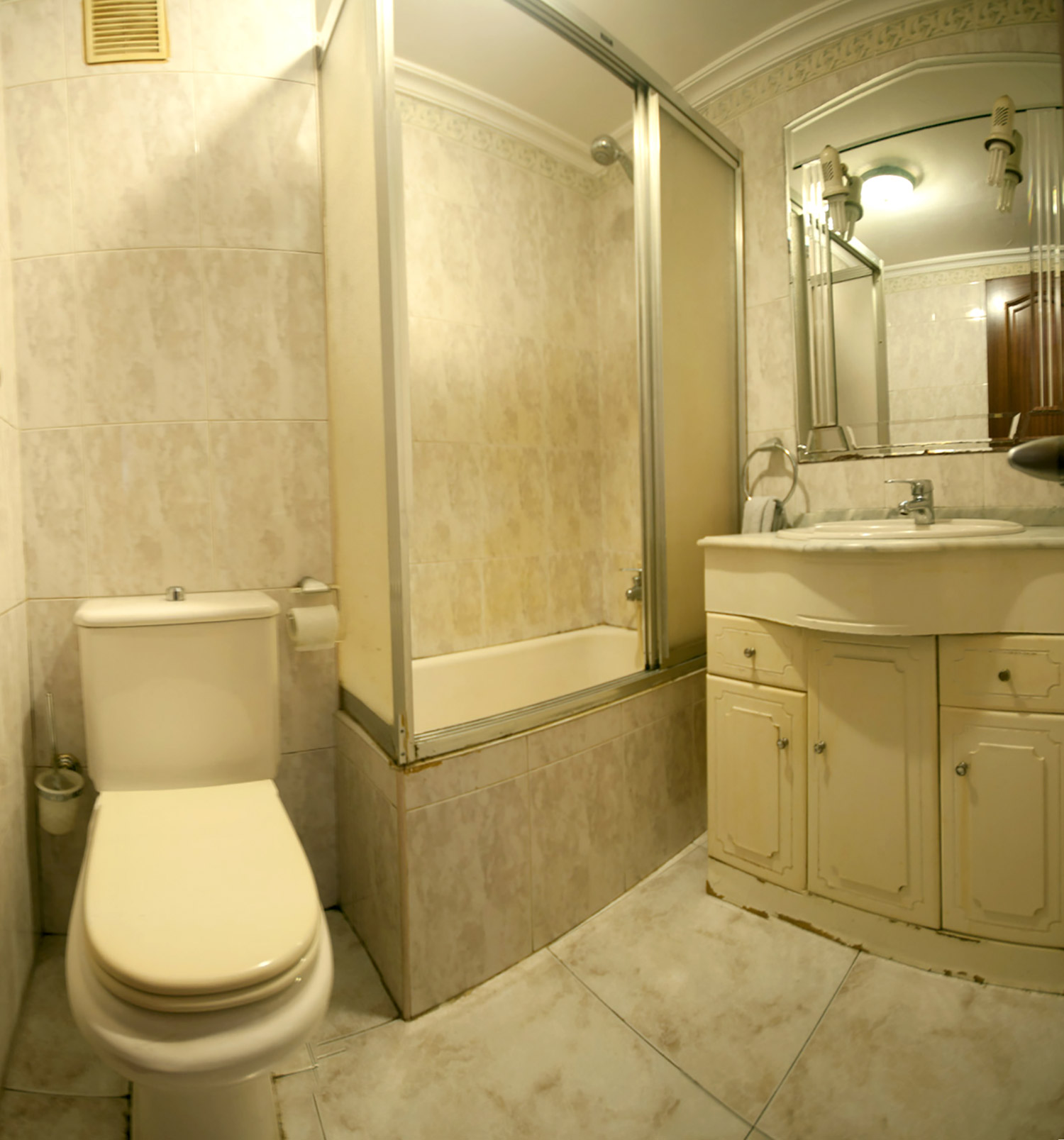remplacement baignoire par une douche lezo 2 duchaya. Black Bedroom Furniture Sets. Home Design Ideas