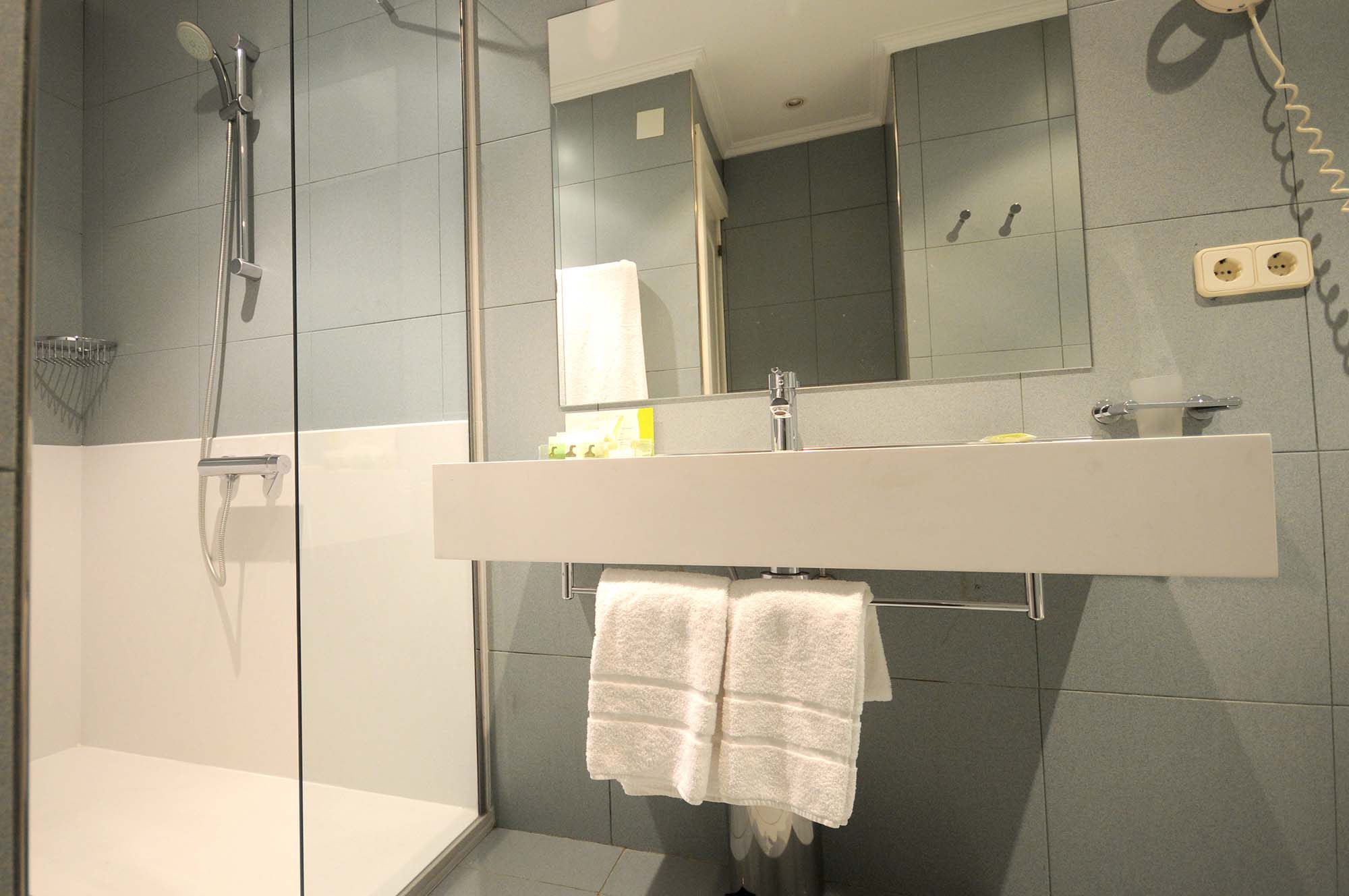 Cambio Bañera por Ducha de DuchaYa en Donosti Hotel Niza 4
